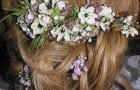 Auf die Brautfrisur abgestimmter Haarschmuck