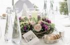 Blumenkranz mit Kerzenglas für runden Hochzeitstisch