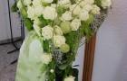 Liegendes Rosenherz, präsentiert auf Ständer