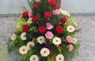 Saisonales Grab- oder Trauergesteck