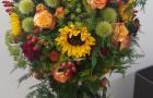 Herbstfarbene Blumenkugel fürTrauerfall